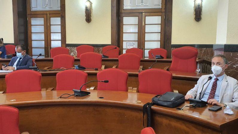 Il capogruppo diserta il Consiglio ma il partito non lo sa, Pd allo sbando a Vibo