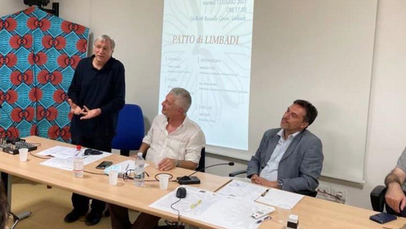 Il Patto di Limbadi è realtà: don Ciotti benedice l'impegno dei sindaci calabresi