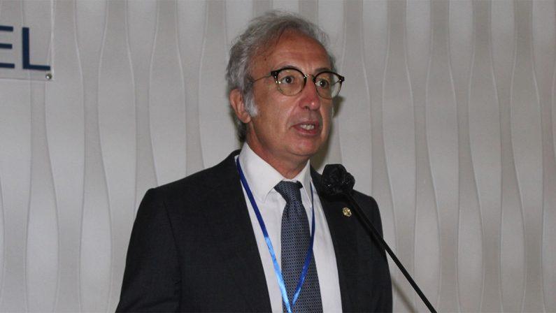 Catanzaro, al dottor Talarico un premio per l'impegno nella campagna vaccinale