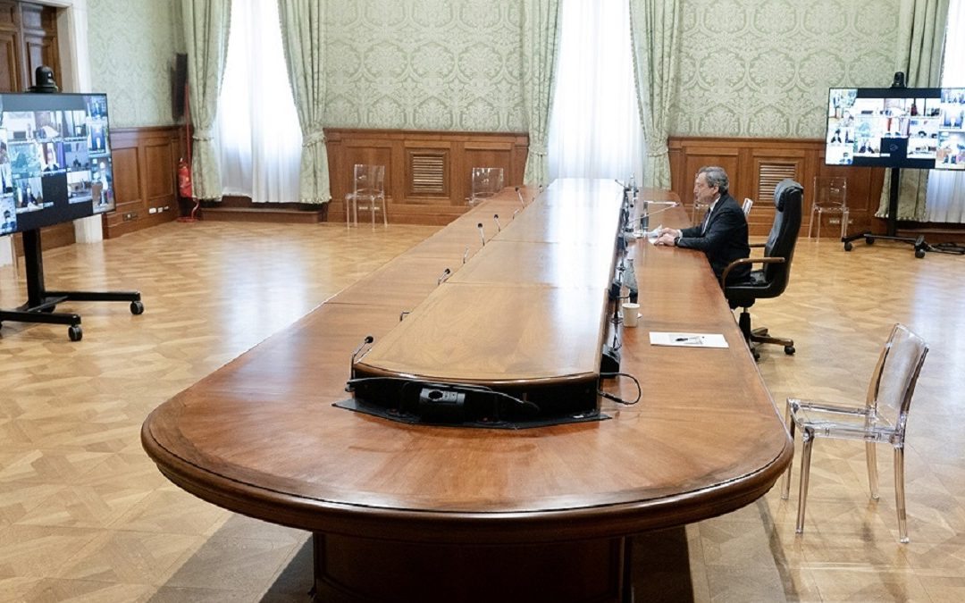 Un vertice tra Mario Draghi e i presidenti delle Regioni