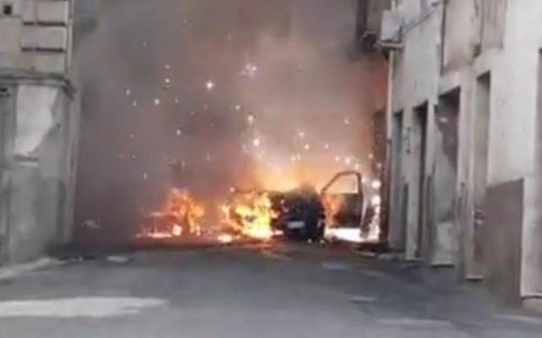 L'auto incendiata pochi giorni fa a Rossano