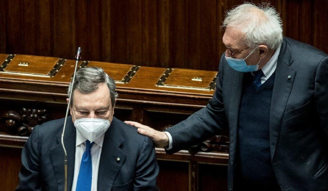 Il premier Mario Draghi e il ministro dell'Istruzione Patrizio Bianchi