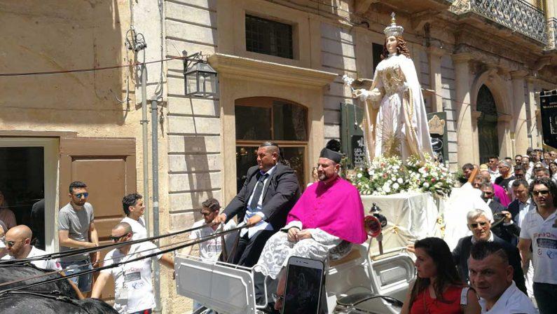 """La Festa della Bruna al tempo del Covid. Il giorno più lungo di Matera senza lo """"strazzo"""" del carro"""