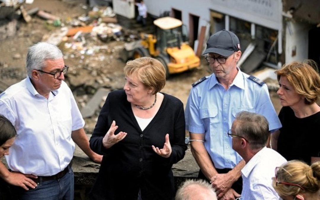 Angela Merkel nei luoghi dell'alluvione