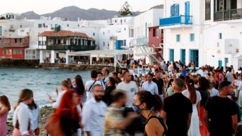 Impennata di casi Covid, scatta il coprifuoco a Mykonos