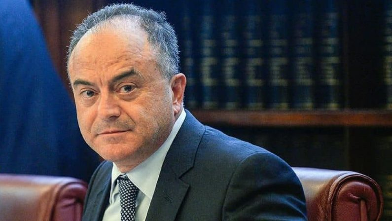Minacce al figlio di Gratteri, solidarietà da Mattarella e Csm al procuratore di Catanzaro