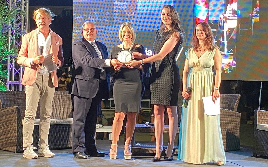 L'archeologa Mariangela Preta (al centro) premiata a Maratea