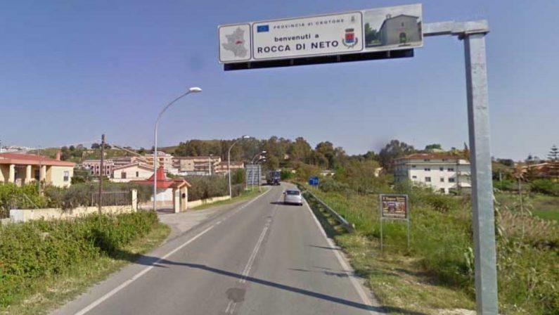 Aumentano i casi Covid, a Rocca di Neto sospese le serate nei locali