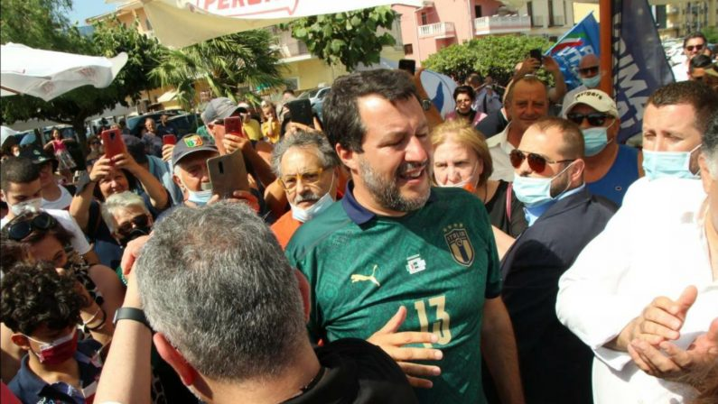 FOTOGALLERY - Gazebo per Salvini a Lamezia Terme