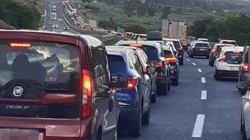 Più di un'ora per 30 chilometri, traffico in tilt sull'A2 nel Lametino