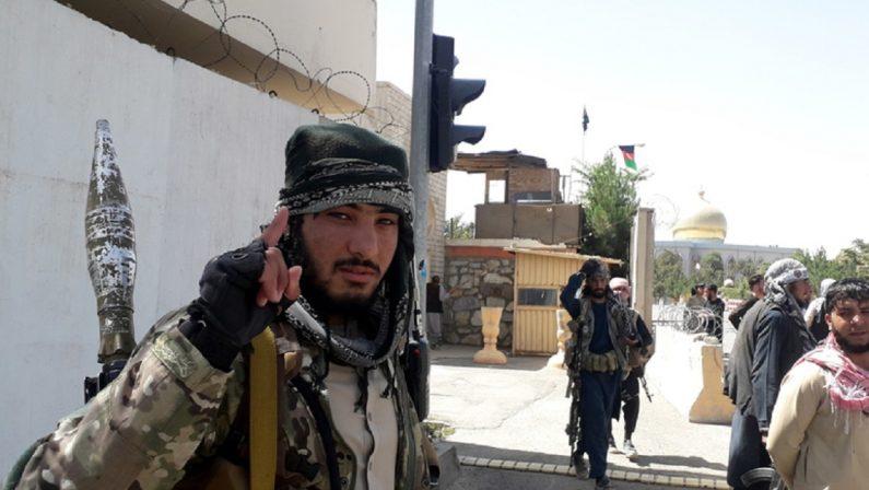 Ecco come negoziamo con i talebani: paghiamo ogni afghano che portiamo via