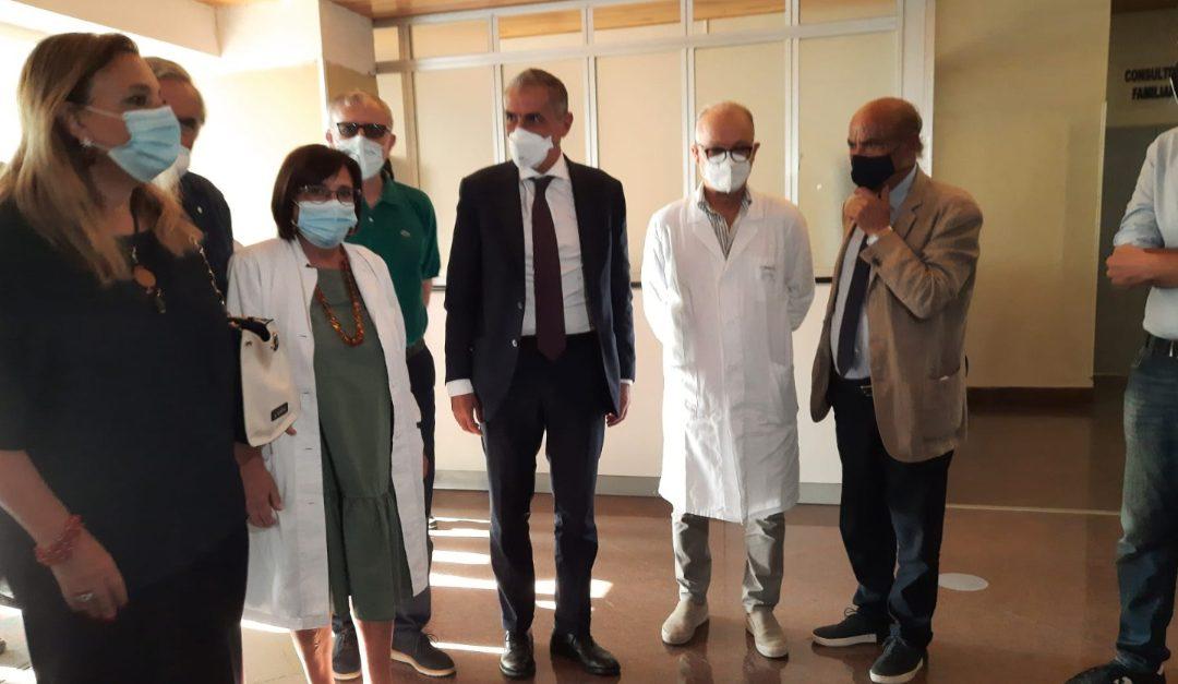 Il sottosegretario Andrea Costa accolto all'ospedale di Tropea