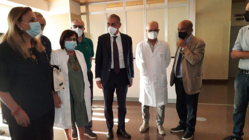 Visita a sorpresa del sottogretario alla Salute Costa all'ospedale di Tropea
