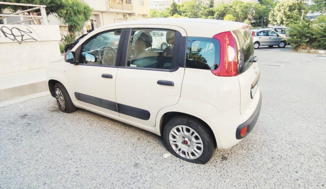 L'auto del giornalista danneggiata per errore
