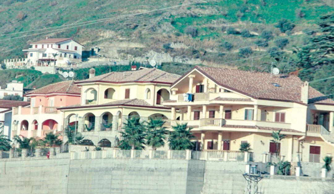La caserma dei carabinieri di Amantea sorta tra le ville sequestrate