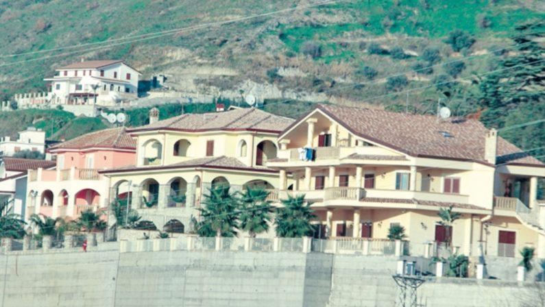 Assalta con un bastone la caserma dei carabinieri: arrestato