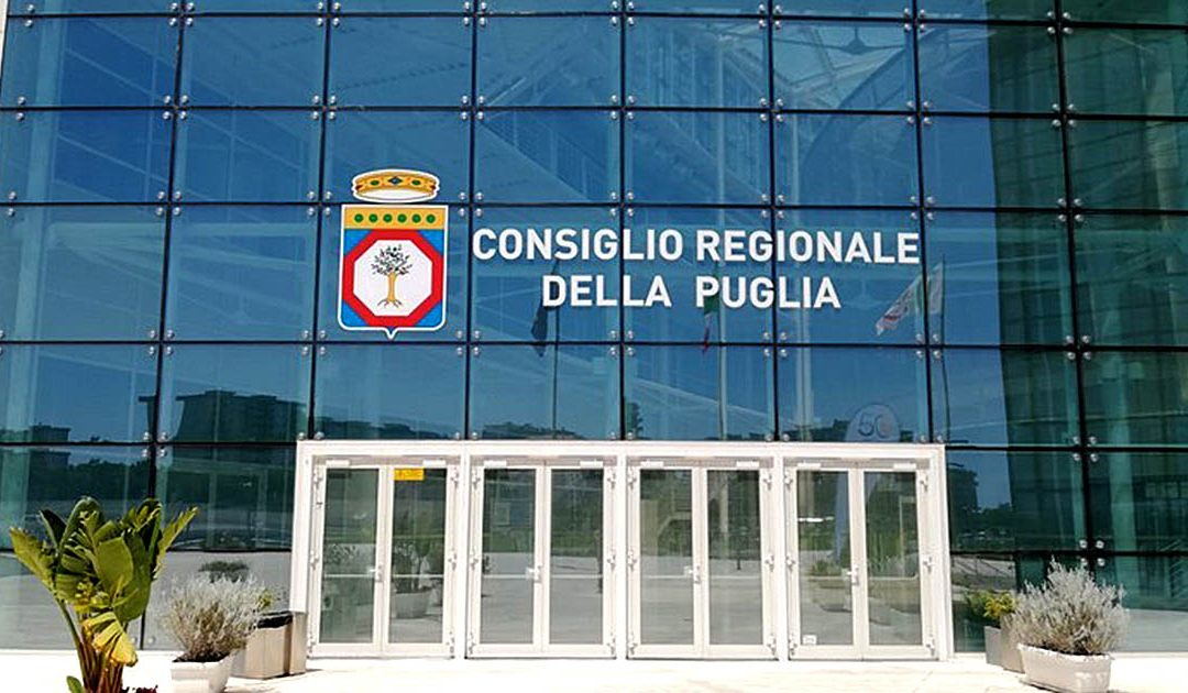 «Sciogliere i movimenti fascisti». Il Consiglio regionale della Puglia approva la mozione ma in Aula è scontro