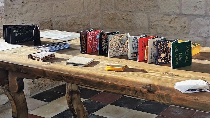 """Corigliano Rossano, i """"livres de poche"""": 80 libri d'artista esposti in mostra"""
