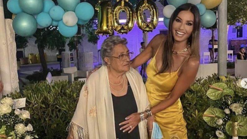 """""""Auguri nonna, ti amo tanto"""": la Gregoraci festeggia a Soverato i cento anni della nonna"""