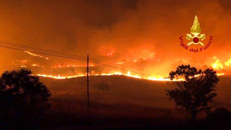 Inferno di fuoco in Calabria, sale a 4 il bilancio di morti, altre 4 persone ustionate