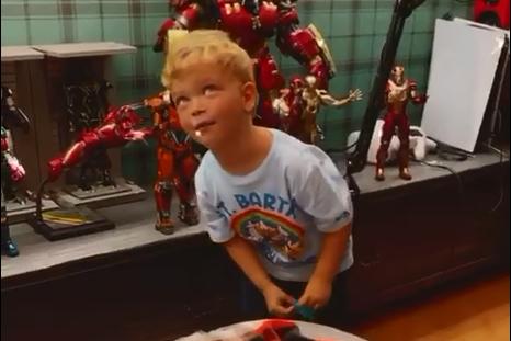 Se il figlio di Chiara Ferragni manda il suo Iron Man a Pizzo Calabro - VIDEO
