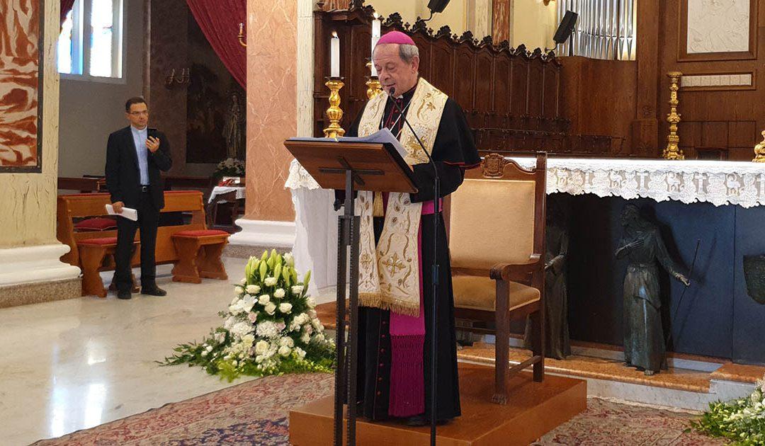 Il momento dell'annuncio del nuovo vescovo da parte dell'amministratore apostolico mons. Francesco Oliva