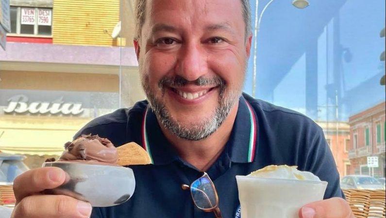 Matteo Salvini scopre la bontà della cucina calabrese: «Ingrassato di 3 chili in una settimana»