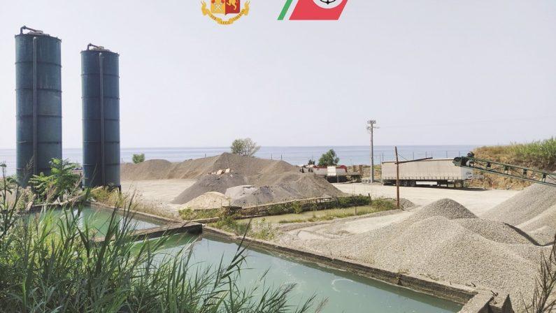 Ambiente, gli scarti di una ditta di inerti in mare: sequestrata azienda nel Cosentino
