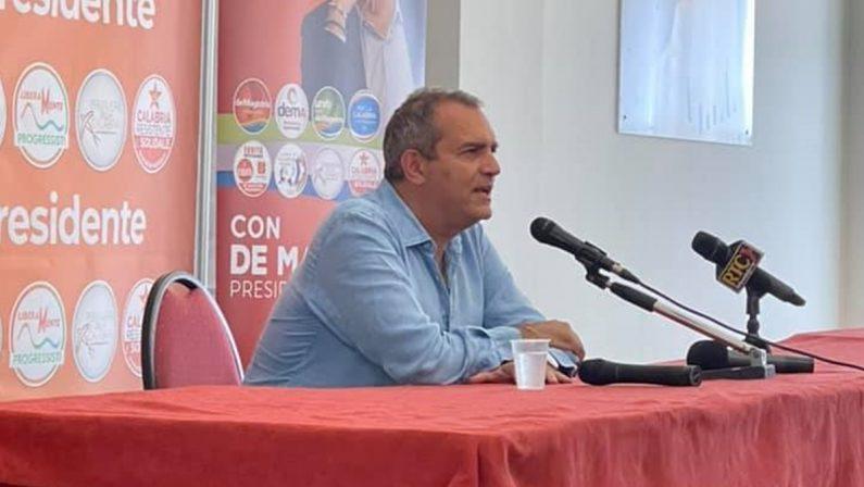 Calabria al voto, De Magistris contro Salvini: «Noi l'antimafia dei fatti, lui quella delle parole»