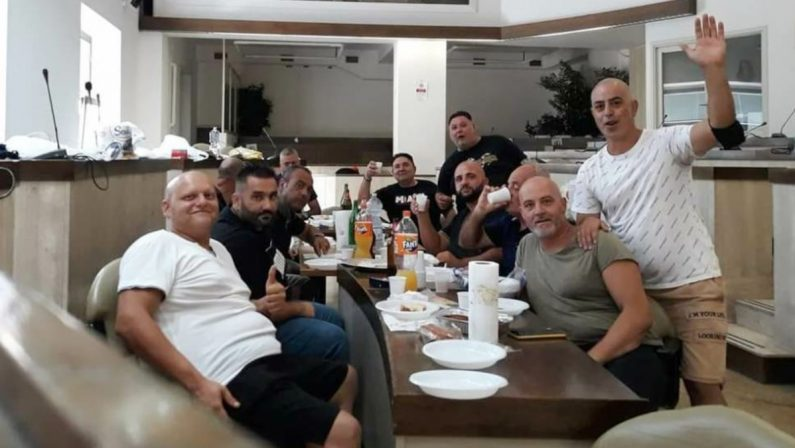 Crotone, pranzo di ferragosto in Comune per gli ex lavoratori Akros