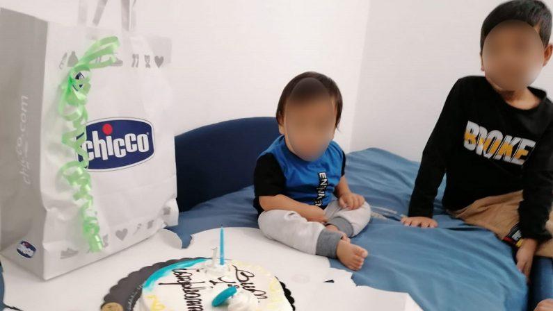 Profughi afghani in Sila, il piccolo Meysam spegne la sua prima candelina