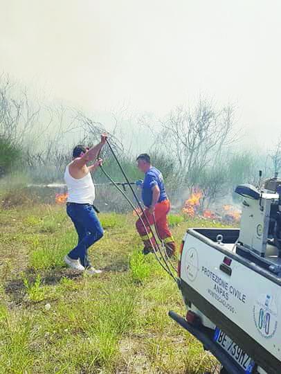 Giornata senza sosta contro le fiamme nel Materano
