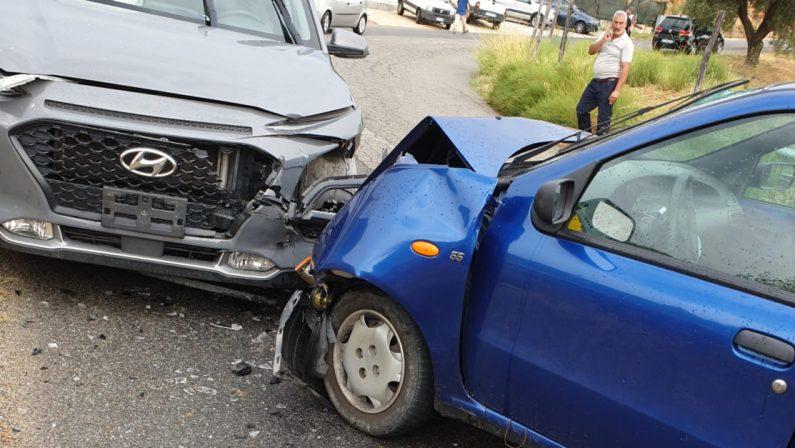 Scontro frontale tra due auto, due feriti: un uomo ricoverato a Crotone in codice rosso
