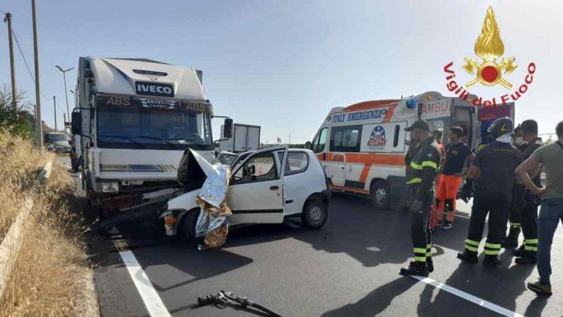 Ancora un incidente mortale sulla Statale 106: vittima un 70enne nella Locride
