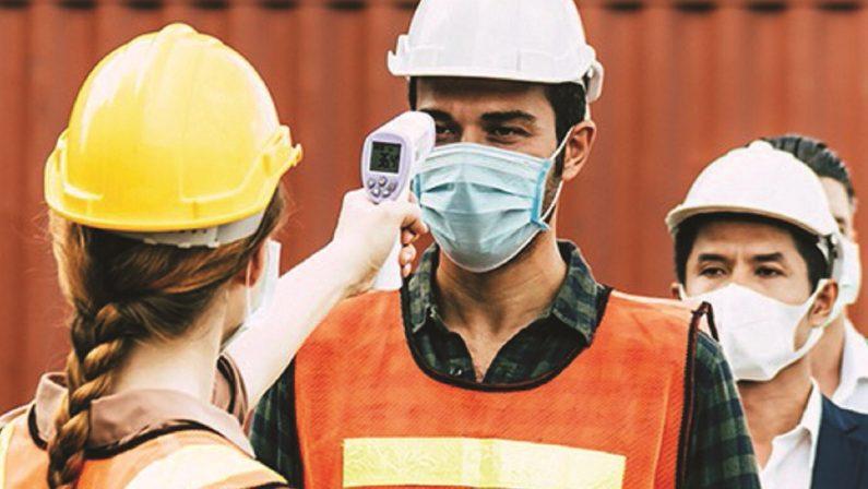 I giudici accerchiano chi non si vaccina: senza green pass si rischia il posto di lavoro