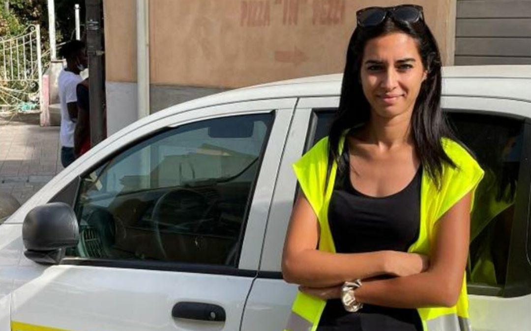 La giovane postina Lorena La Rosa