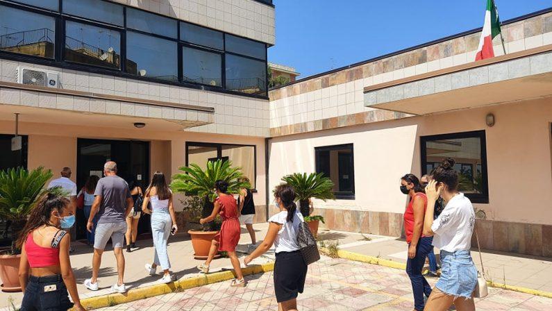 """Scuola, """"tagliata"""" una classe del liceo """"Fermi"""" di Catanzaro: scoppia la protesta"""