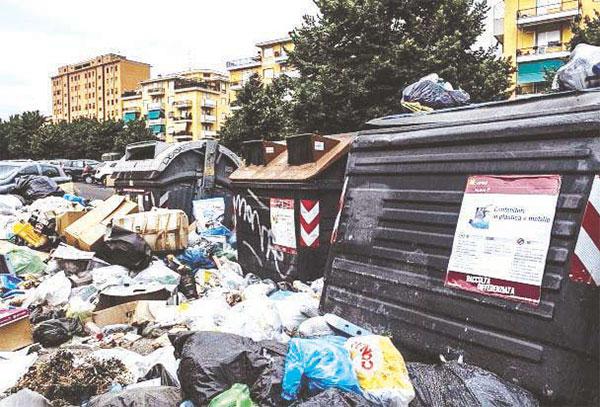 A Napoli rifiuti della Capitale