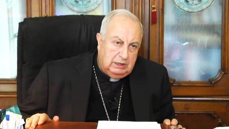 Monsignor Nunnari guarisce dal Covid: «Il vaccino salva la vita»