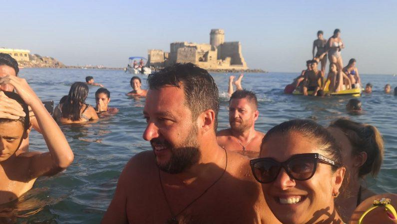 Matteo Salvini trasferisce il Papeete in Calabria: una settimana di vacanza e lavoro con Francesca