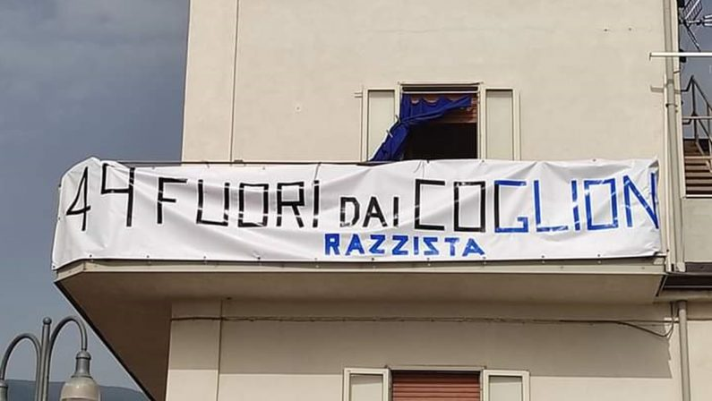 """Il benvenuto di Fuscaldo a Matteo Salvini sullo striscione nerazzurro: """"Razzista, fuori dai…"""""""