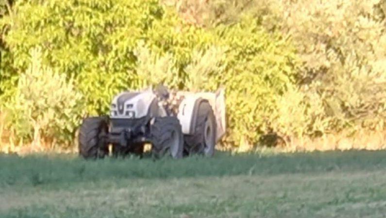 Si ribalta col trattore e scivola in un dirupo, morto un agricoltore nel Cosentino