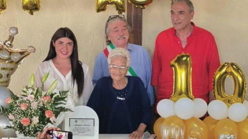 Savelli, il paese dei centenari del Crotonese: la festa di nonna Giuseppina