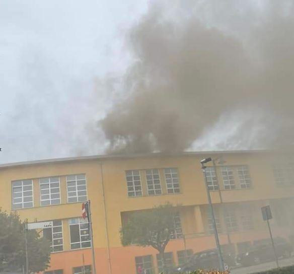 Incendio sul tetto alla Busciolano, paura ma nessun problema