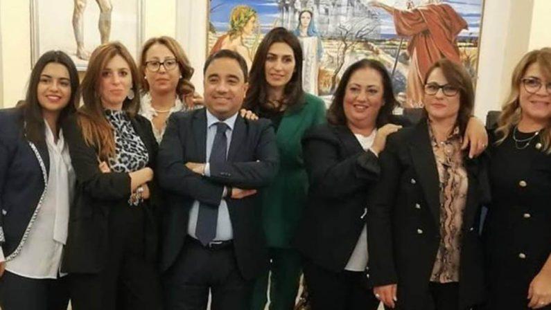 Cirò Marina, frasi sessiste in Consiglio comunale la secca replica delle donne del consesso civico