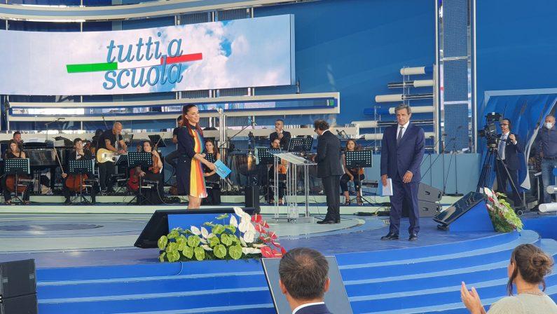 Mattarella e Bianchi aprono l'anno scolastico a Pizzo: «Riapre la scuola, riparte il Paese»