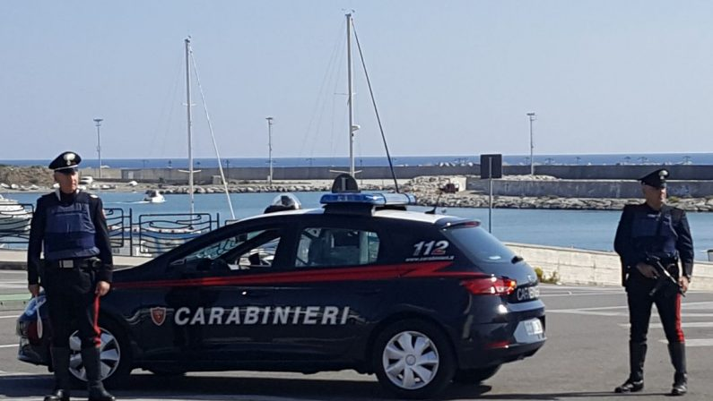 Rapinano un giovane con lo spray urticante, due arresti a Catanzaro