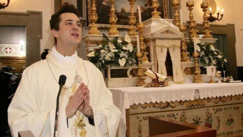 """Parroco arrestato per spaccio a Prato: con i soldi delle offerte cocaina e """"droga dello stupro"""""""