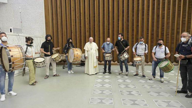 La musica dei Tummarinari di Donnici al cospetto di Papa Francesco