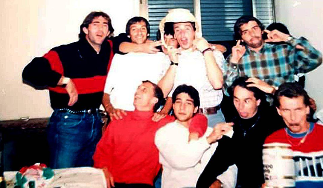 I calciatori del Cosenza nel 1988,. Tra gli altri Bergamini (con il maglione rosso), Castagnini, Maniero, Simoni, Giovanelli, Montrone, Lombardo